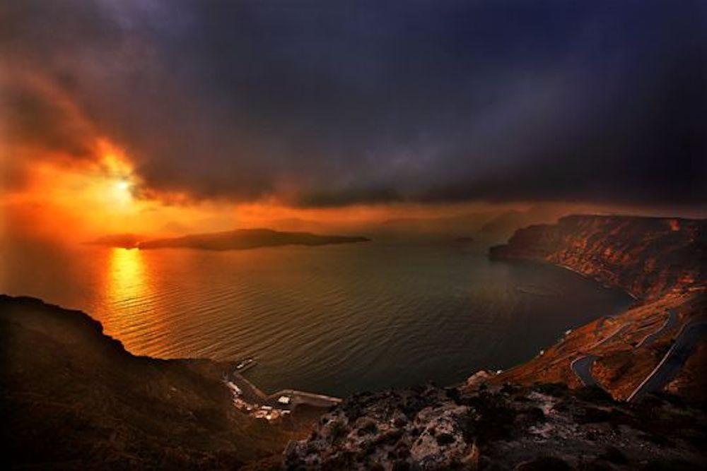 Experience Santorini On The Edge